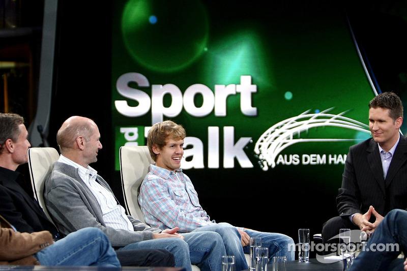 Consultant David Coulthard, chief technical officer Adrian Newey, Sebastian Vettel en moderator Andreas Groebl