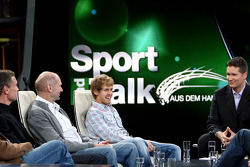 Consultant David Coulthard, chief technical officer Adrian Newey, Sebastian Vettel en moderator Andreas Groebl