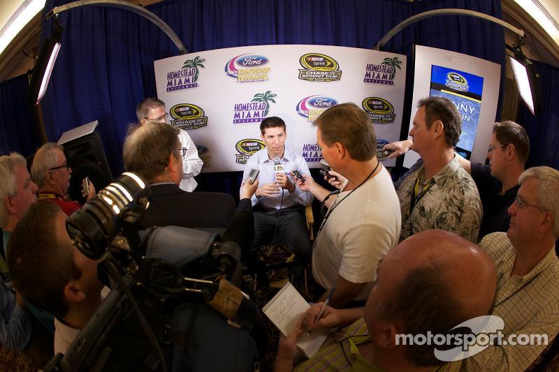 Persconferentie met de titelkandidaten: Denny Hamlin, Joe Gibbs Racing Toyota