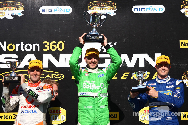 Podium: Jamie Whincup 2de, TeamVodafone, Paul Dumbrell 1ste, The Bottle-O Race Team, Mark Winterbottom 3de, Ford Performance Racing