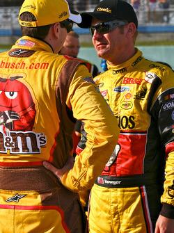 Kyle Busch, Joe Gibbs Racing Toyota and Clint Bowyer, Richard Childress Racing Chevrolet