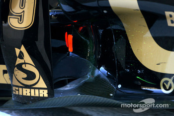 The Renault forwards pointing exhaust system