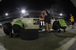 Pit stop for #115 Aston Riviera Aston Martin GT4: Mario Cordoni, Jonathan Hartop, Tommaso Rocca, Gilberto Calleri, Roberto Rayneri