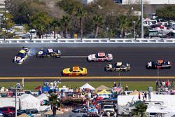 David Reutimann, Michael Waltrip Racing Toyota and Michael Waltrip, Michael Waltrip Racing Toyota crash