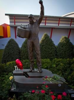 Dale-Earnhardt-Statue in Daytona