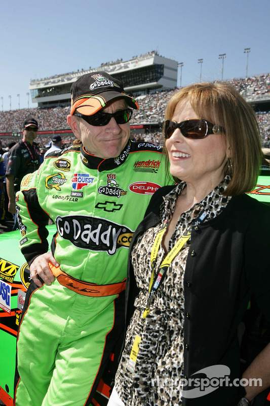 Mark Martin, Hendrick Motorsports Chevrolet with his wife Arlene