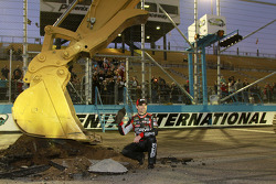 The Phoenix International Raceway start the repaving for the new track after the race with some help from Jeff Gordon, Hendrick Motorsports Chevrolet