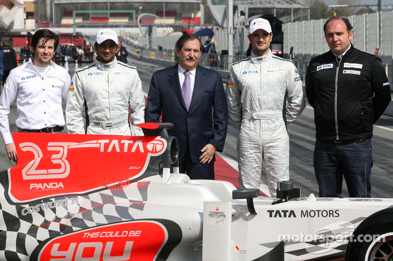 Hispania Racing Team, HRT unveils new F111, Narain Karthikeyan, Hispania Racing Team, HRT, Vitantonio Liuzzi, Hispania Racing Team, HRT, Jose Ramon Carabante Hispania Racing F1 Team, Team Owner and Colin Kolles, Hispania Racing Team, Team Principal