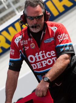 Stewart-Haas Racing Chevrolet crew member