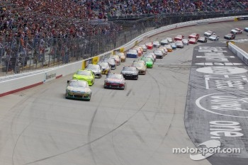 Start: Carl Edwards, Roush Fenway Racing Ford leads the field
