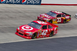 Juan Pablo Montoya, Earnhardt Ganassi Racing Chevrolet and Clint Bowyer, Richard Childress Racing Chevrolet