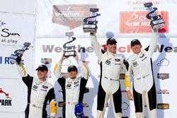 Podium: Winnaar #4 Corvette Racing Chevrolet Corvette C7.R: Oliver Gavin, Tommy Milner; tweede #3 Corvette Racing Chevrolet Corvette C7.R: Antonio Garcia, Jan Magnussen