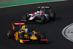 Antonio Giovinazzi, PREMA Racing precede Sergey Sirotkin, ART Grand Prix