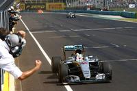 Winner Lewis Hamilton, Mercedes AMG F1 W07 Hybrid