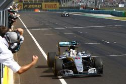 Переможець гонки Льюїс Хемілтон, Mercedes AMG F1 W07 Hybrid