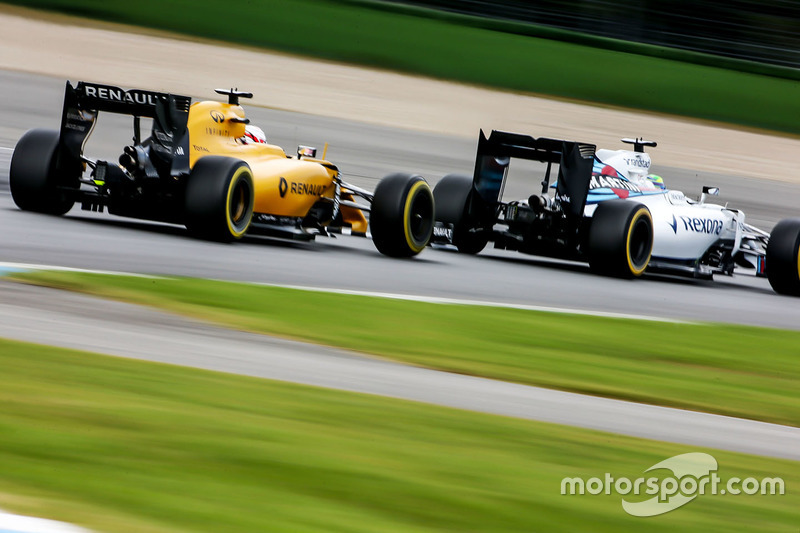 Felipe Massa, Williams FW38 precede Kevin Magnussen, Renault Sport F1 Team RS16