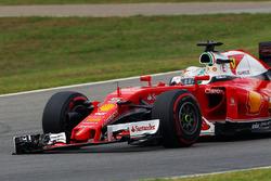Sebastian Vettel, Ferrari SF16-H, mit gebrochenem Frontflügel