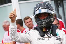 Il poleman Nico Rosberg, Mercedes AMG F1