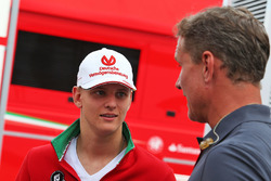 Mick Schumacher, Prema Powerteam con David Coulthard, Red Bull Racing y Scuderia Toro Advisor / Channel 4 F1 Commentarista