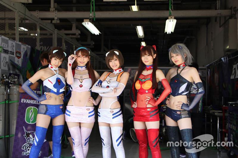 Grid girls Eva Racing