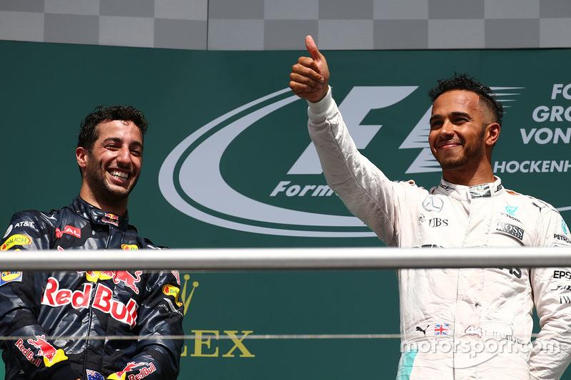 Podio: il vincitore Lewis Hamilton, Mercedes AMG F1, il secondo classificato Daniel Ricciardo, Red Bull Racing