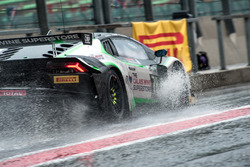 Rain, #78 Barwell Motorsport, Lamborghini Huracan GT3: Leo Machitski, Marco Attard, Marco Mapelli, Tom Kimber Smith