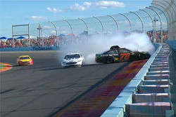 Crash: Martin Truex Jr., Furniture Row Racing, Toyota (Screenshot)