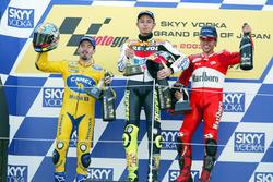 Podium : le vainqueur Valentino Rossi, Repsol Honda Team, le deuxième Max Biaggi, Pramac Pons, et le troisième Loris Capirossi, Ducati Team
