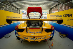 Mercedes-AMG Driving Academy Team-AAI garage atmosphere