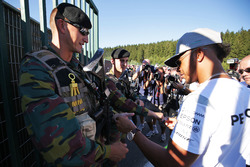 Lewis Hamilton, Mercedes AMG F1 signs autographs for the armed guards
