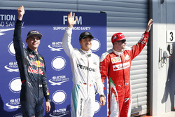 Топ-3 квалификации в закрытом парке: Макс Ферстаппен, Red Bull Racing - второе место; Нико Росберг, Mercedes AMG F1 - поул-позиция; Кими Райкконен, Ferrari - третье место