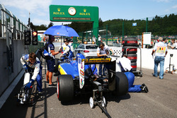 Marcus Ericsson, Sauber C35 starting the race from the pit lane