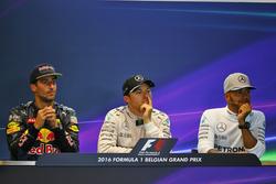 La post conferencia de prensa FIA: segundo lugar Daniel Ricciardo, Red Bull Racing; Ganador de la carrera Nico Rosberg, Mercedes AMG F1; tercer lugar Lewis Hamilton, Mercedes AMG F1