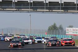 Start: #1 Belgian Audi Club Team WRT Audi R8 LMS: Frederic Vervisch, Laurens Vanthoor lider