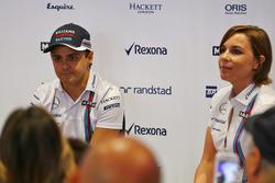 فيليبي ماسا مع كلير ويليامز خلال اعلان البرازيلي اعتزاله سباقات الفورمولا واحد