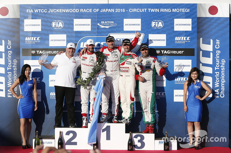 Podio: ganador Yvan Muller, Citroën World Touring Car Team, segundo lugar José María López, Citroën World Touring Car Team, tercer lugar Tiago Monteiro, Honda Racing Team JAS, ganador independiente Mehdi Bennani, Sébastien Loeb Racing