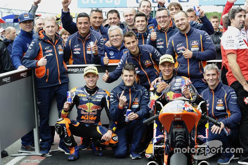 Ganador, Brad Binder, Red Bull KTM Ajo, tercero, Bo Bendsneyder, Red Bull KTM Ajo