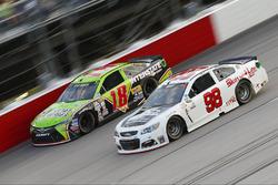 Kyle Busch, Joe Gibbs Racing Toyota, Cole Whitt, Premium Motorsports Chevrolet