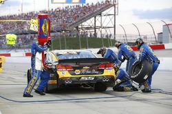 Chase Elliott, Hendrick Motorsports Chevrolet, pit action