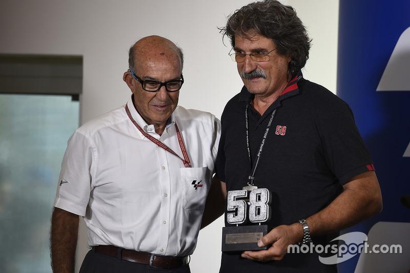 Rückzug der #58: Paolo Simoncelli mit Dorna-Chef Carmelo Ezpeleta