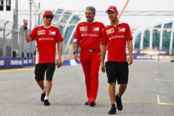 Kimi Räikkönen, Ferrari, mit Teamchef Maurizio Arrivabene und Sebastian Vettel, Ferrari