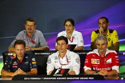La Conferencia de prensa FIA (desde la fila posterior (de izquierda a derecha)): Guenther Steiner, director del equipo de Haas F1; Monisha Kaltenborn, director del equipo Sauber; Cyril Abiteboul, Renault Sport F1 Gerente; Christian Horner, Red Bull Racing
