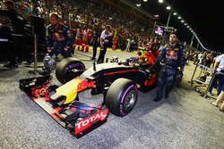 Max Verstappen, Red Bull Racing RB12 en la parrilla