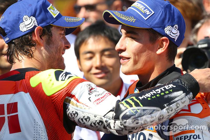 Racewinnaar Marc Marquez, Repsol Honda Team, met Cal Crutchlow, Team LCR Honda