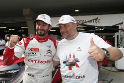 Le poleman Jose Maria Lopez, Citroën C-Elysée WTCC, Citroën World Touring Car Team WTCC avec Yves Matton, directeur de Citroen Racing