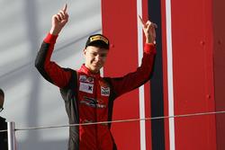 Artem Petrov, DR Formula sur le podium rookie de la course 3