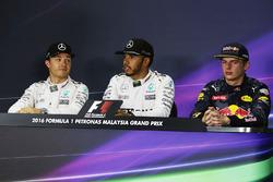 Conferencia de prensa posterior calificación FIA: ganador de la pole Lewis Hamilton, Mercedes AMG F1, segundo Nico Rosberg, Mercedes AMG F1, y tercer clasificado Max Verstappen, Red Bull Racing