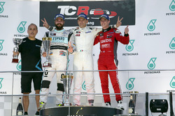 Podium: Race winner Roberto Colciago, Honda Civic TCR, Target Competition; second place Stefano Comini, Volkswagen Golf GTI TCR, Leopard Racing; third place James Nash, Seat Leon, Team Craft-Bamboo LUKOIL