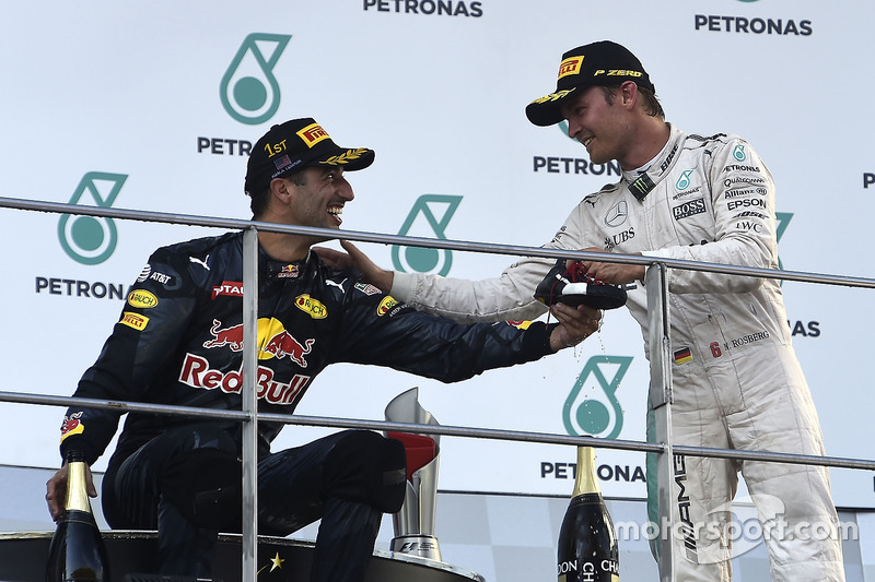 Podium: Ganador, Daniel Ricciardo, Red Bull Racing, tercero, Nico Rosberg, Mercedes AMG F1