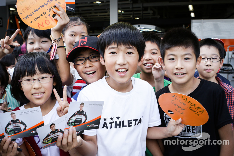Fans jóvenes de Sahara Force India F1 Team